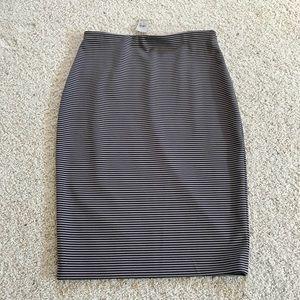 NWT, Ann Taylor Taupe & Black Pencil Skirt!